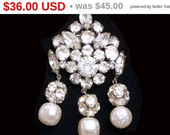Vintage Art Deco Brooch - Dangling Rhinestones and Pearlescent Beads - Brides Wedding Jewelry