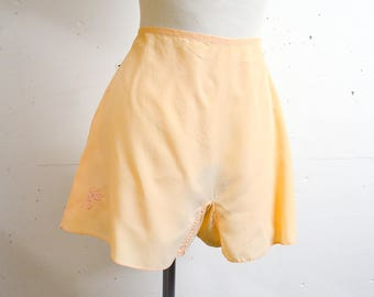 1940s Embroidered peach rayon French knickers / 40s floral embroidery pastel tap pants - S
