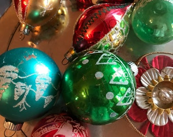 Assortment of eight vintage 1940s Shiny Brite ornaments / Vintage Christmas Ornaments / Xmas Ornaments from the 40s and 50s