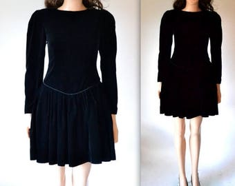 SALE Vintage Black Velvet Dress Size Small//  80s does 50s Black Dress in Velvet Size Small