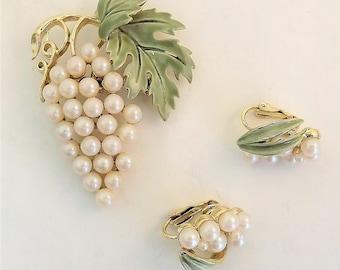 Grape Brooch, Grape Cluster Earrings, White Pearl Cluster Earrings, Vintage 1960's Clip on Grape Earrings, Gift for Wine Lover