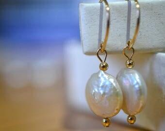 Baroque Pearl Earrings, Iridescent Cream Freshwater Pearl Dangles, Dangly Bridal Earrings, 14K Gold Filled Wedding Jewelry