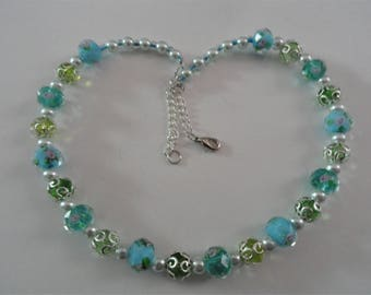 Light Green Necklace with Glass Beads Pearls
