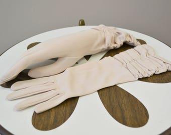 1960s Ecru Ruched Gloves, Size 6 1/2