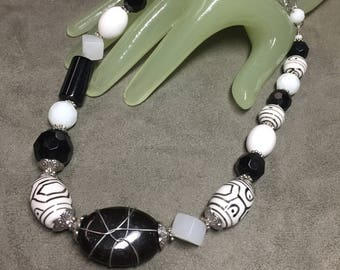 "Vintage 19"" Long White & Black Glass Beaded Single Strand Necklace"