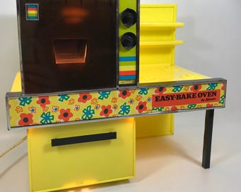 Easy bake oven /kenner /General Mills /yellow oven