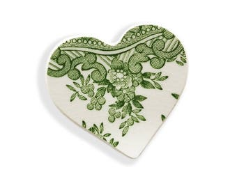 Green Heart Brooch. Brooch. Mothers Day Gift. Gift for Her. Vintage. Broken China Brooch. Hand Made Jewelry. Gift Box. Gift Under 20