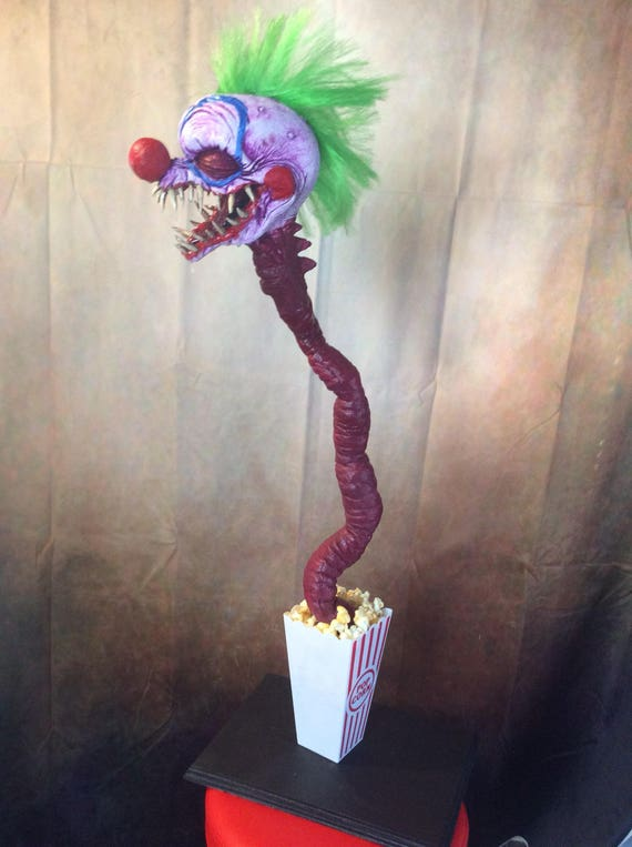 Killer klowns from outer space popcorn clown for Killer klowns 2