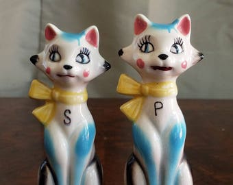 Retro Kitsch Cat Porcelain Salt & Pepper Shakers White/Aqua Made in Japan