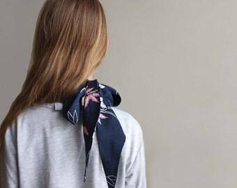 Silk Kimono Scarf, Navy Pink Shibori Women's Necktie, Recycled Vintage Kimono. Echarpe en Soie