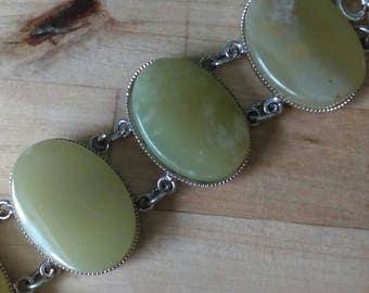 Vintage 1970s silvertone & green semi precious stone statement bracelet onyx or serpentine