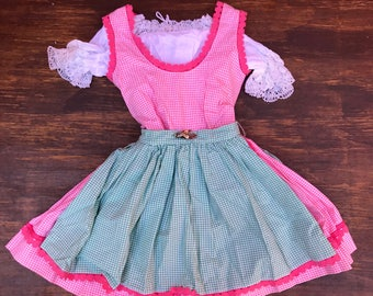 Vintage Girls 3 Piece German Octoberfest Dress. Blouse Dress Apron. Teichhmann StrickModelle. Green Pink Gingham. Size 5T 6x acorn pin