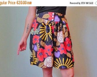 50%DISCOUNT 90s black multicolor floral printed skirt shorts / skort S