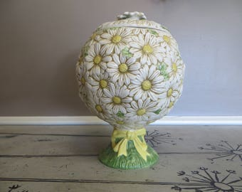 Poppytrail Calif Daisy Footed Cookie Jar by Metlox Springtime Vintage Flower Cookie Jar Covered Jar Green and Yellow Daisies