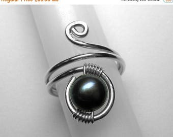 Pearl Knuckle Ring in Silver