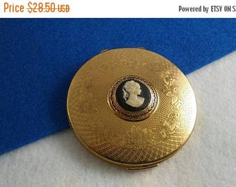 On Sale Stratton England Compact, Vintage Cameo Collectible Compact, Mid Century Vanity Display, 1950's 1960's