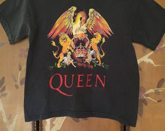 90s kids Queen rock band t-shirt