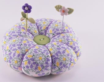 Lavender Flower Pincushion with decorative pins, Reversible Pincushion in shades of Purple, Classic Pincushion, Vintage style Pincushion