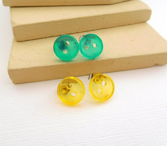 Vintage Set Of 2 Small Green Yellow Lucite Button Stud Earrings FF43