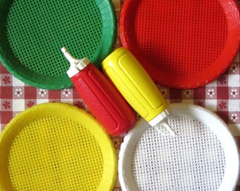 Faux Wicker Rattan Plastic Paper Plate Holder Set of 11 Retro BBQ Picnic Party Camping Bright Red Green Yellow and White