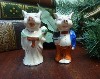 Piggy Bride and Groom Salt and Pepper Shakers, Made In Japan Shakers  (T)