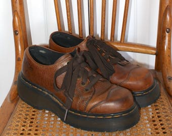 Vintage Dr. Martens Oxford Shoes . Brown Leather Lace Up Doc Martens . DM's Made in England . Sz 4 UK - Sz 6 1/2 USA