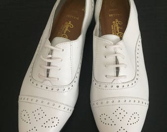 White Leather Craft Oxfords by Premier California