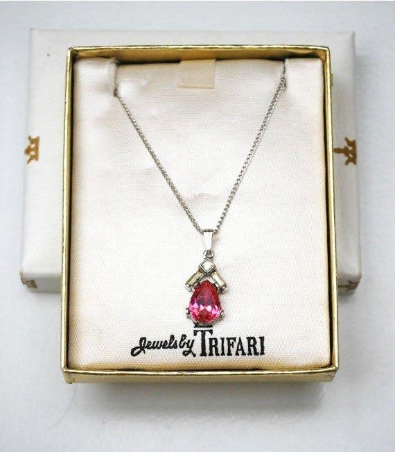Crown Trifari pendant necklace - pink Rhinestone- vintage - Mid Century - original Box
