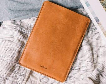 "iPad Pro 10.5 Pouch with pocket, iPad Pro Case, iPad Pro Sleeve, Italian leather, wool felt, ""Dandy"""