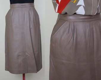 Taupe Butter Soft Leather Skirt with Pockets ||| Size 4 ||| Knee Length