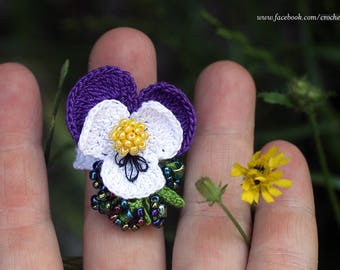 Violet flower crochet ring