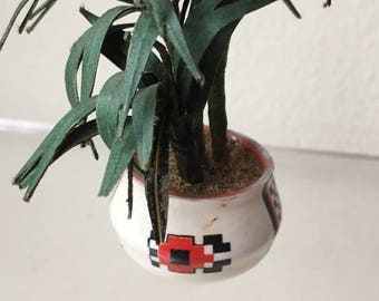"""Dollhouse Miniature Plant in white Pot in 1"""" scale (DC)"""