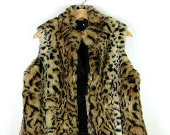 ON SALE Faux fur Leopard  Zip up Vest from 90's/Animal pattern*