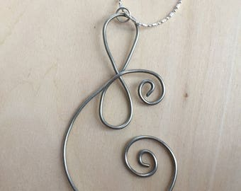 Wire shaped nnecklace with chain