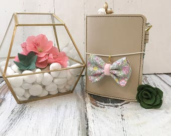 Dainty Bow Planner Charm in Amelia Pastels