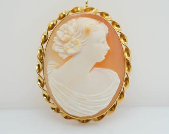Vintage  Helmut Shell Cameo Brooch 10k Yellow Gold