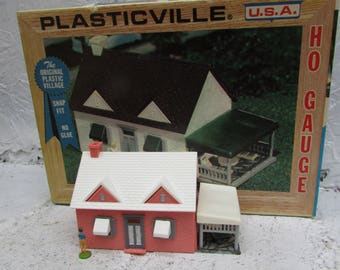VINTAGE Plasticville Cape Code House 1617-100 In Original Box. Made in USA. HO Gauge.