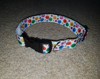 Large 'buttons' collar.