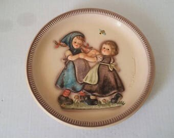 MJ HUMMEL 1980 Collectible  Plate   Spring Dance