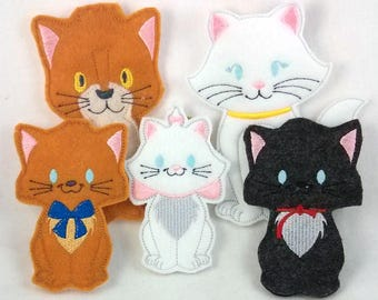 Cat Family Set of Five Finger Puppets - Embroidered Felt Finger Puppet Set - Maman and Kittens - Toddler Gift