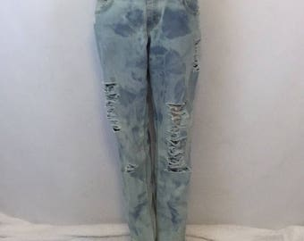 Trendy Street Style Bleached distressed mid rise straight leg womens size 6 Levi's jeans
