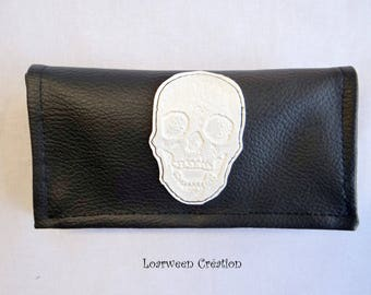 Tobacco pouch in faux White Pearl and black skull.