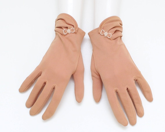 Vintage 1950s Short Tan Pearl Bow Gloves