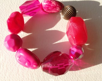 Bracelet - pink faceted and marbled plastic large beads braclet