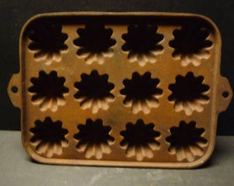 Cast Iron 12 cup Turks Cap Muffin Pan- hard to find