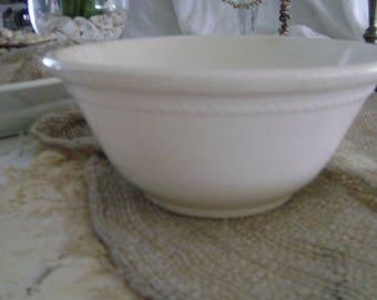 Vintage Shabby Homer Laughlin White Ironstone Bowl ~~ Americam Farmhouse Cottage ~~ Restaurant Ware ~~ USA
