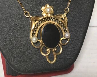 Incredible UNCAS CC Onyx & Pearl Pendant Necklace Gold-filled