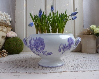 Antique french lavender transferware large tureen. Purple transferware. Flowers. French Nordic decor. Vintage rustic wedding decor
