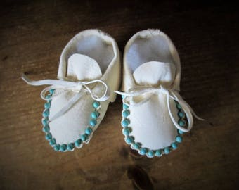 Baby Moccasins in White Leather and Turquoise Beads Made by Us