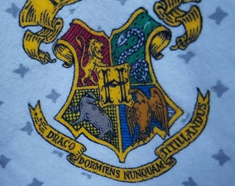 Harry Potter fabric bty, flannel, Hogwarts Crest, gray background